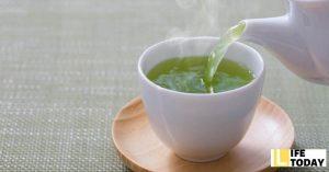 nước trà xanh rửa mặt
